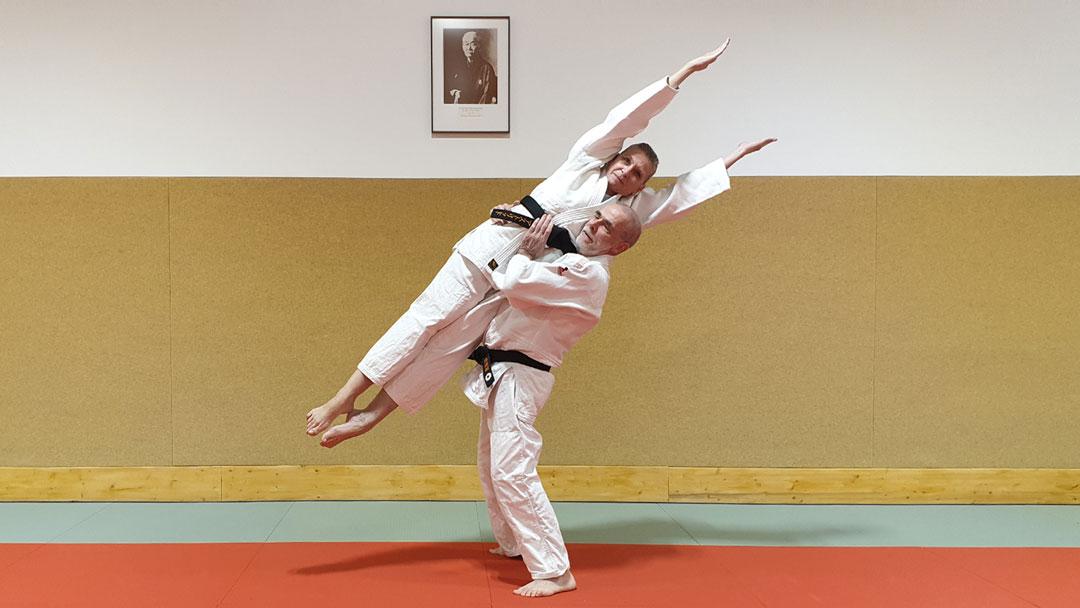 Zwei Personen beim Kata Training