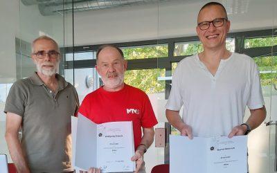 Bernd Heinrich und Wolfgang Grösch erhalten die Ehrennadel in Silber für ihre Verdienste im Judosport